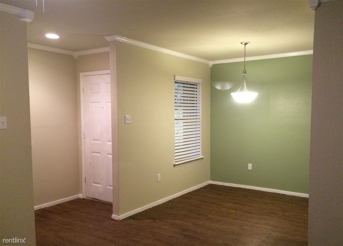 accent wall & entry