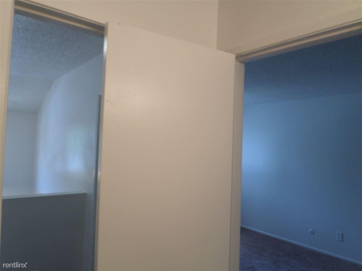 Inside full bathroom