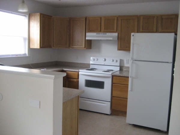 2/2 Kitchen with granite countertops