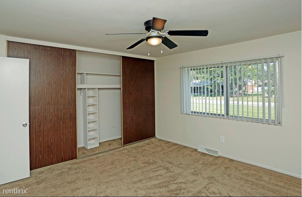Rivercrest Arms Apartments Clinton Township See Pics