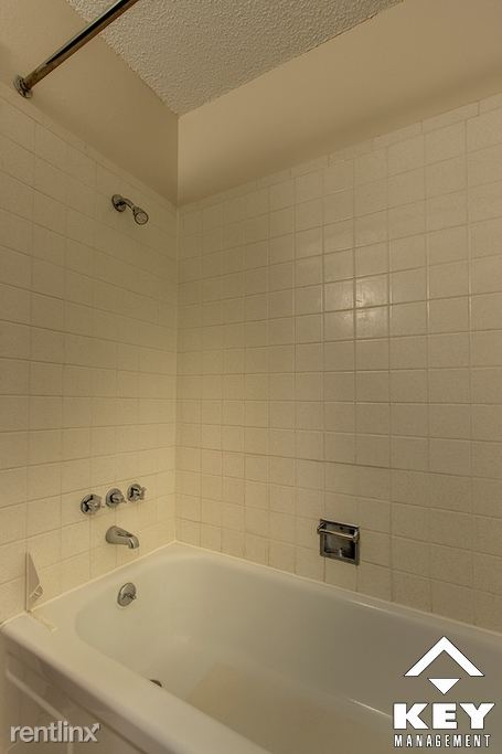 Main Bathroom, Angle 2