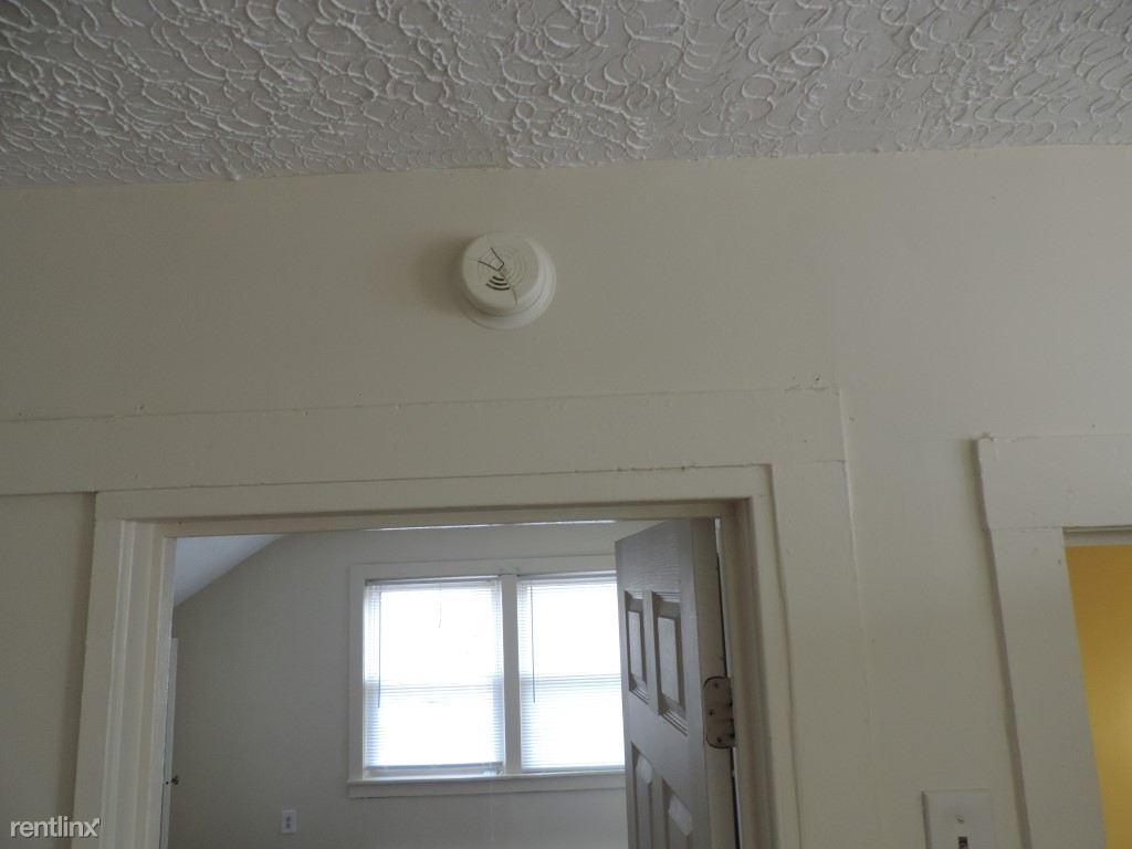 640 Howard Ave 3rd Floor move in condition Ready (1) (Medium)
