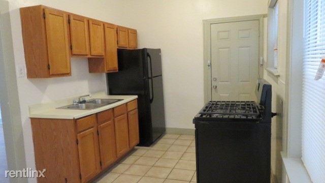 6725 2 E kitchen