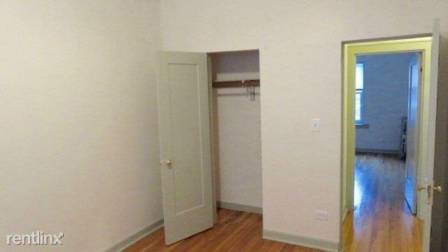6725 2E bedroom
