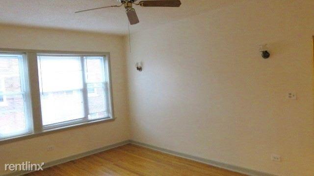 6725 2E living room