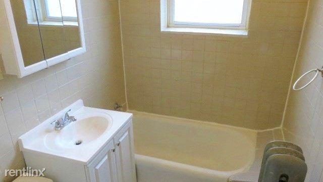 6725 bathroom 2E