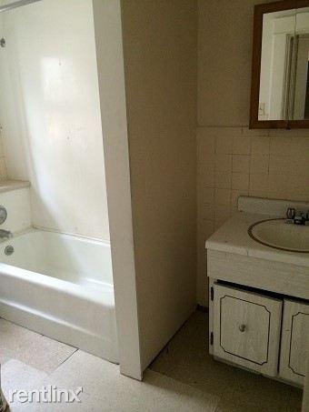 453-24th bathroom