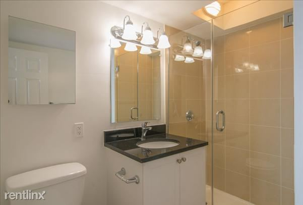 the-towers-at-longfellow-beacon-hill-interior-bathroom-22