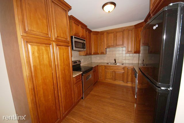 Kitchen with crown