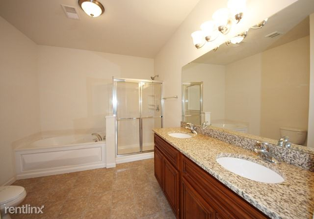 Master Bath (carpet unit)