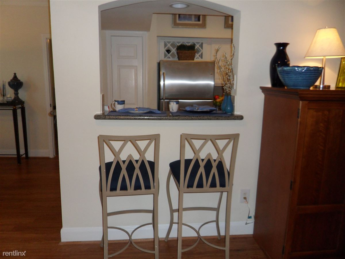Kitchen bar! Great for your guests.