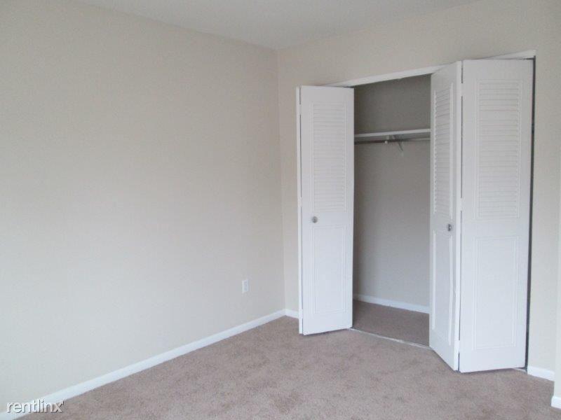 I-bedrm 2 closet