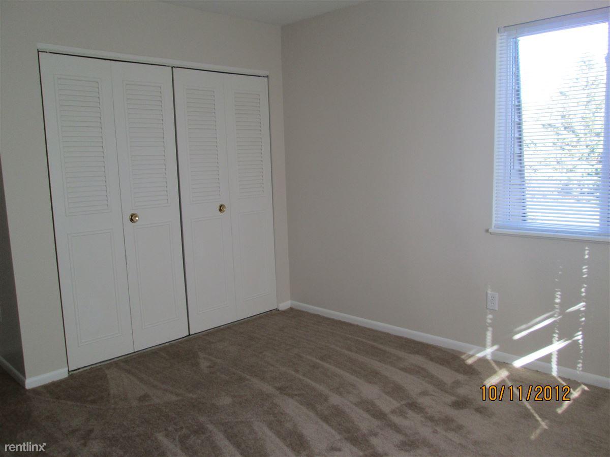 I-bedrm c2 closet view