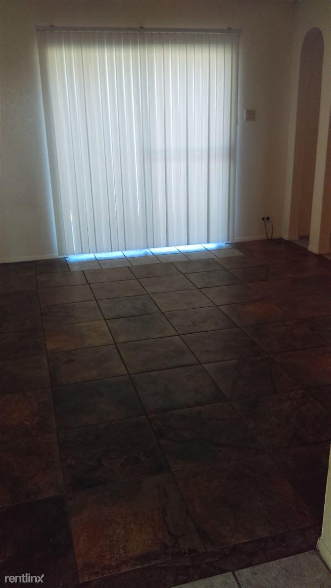 apt. 4 livingroom