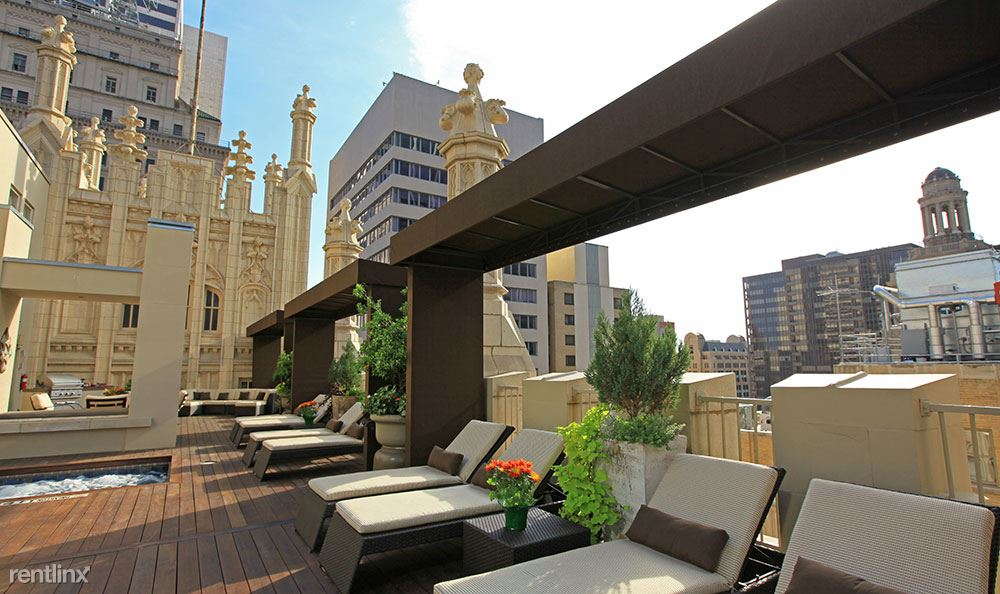 5rooftop-lounge-at-dallas-apartments