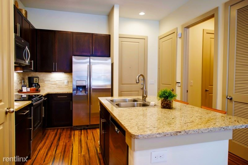 broadstone_sierra_pines_model_2_kitchen_1-800x533