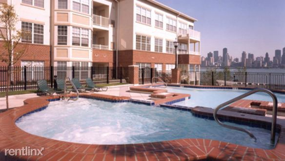 Riverbend Port Imperial - Outdoor pool