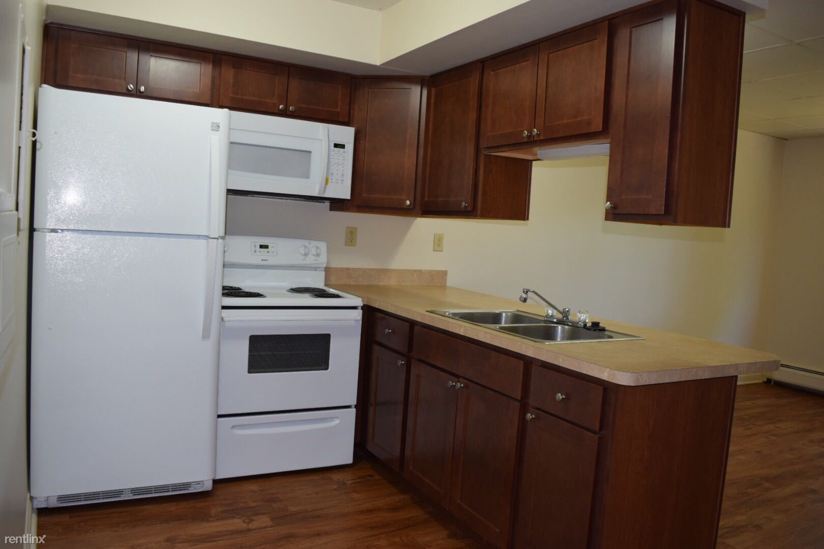Upgraded 616 sq ft 1 br, hardwood floors, remodeled kitchen including micro
