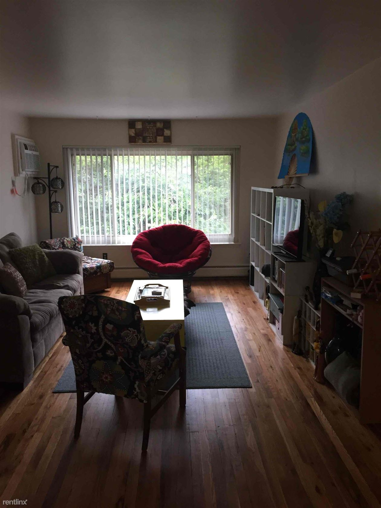Upgraded 697 sq ft 1 br, hardwood floors