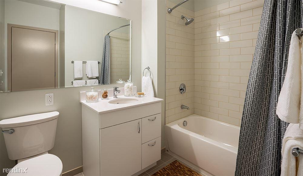 19-apartment-bathroom