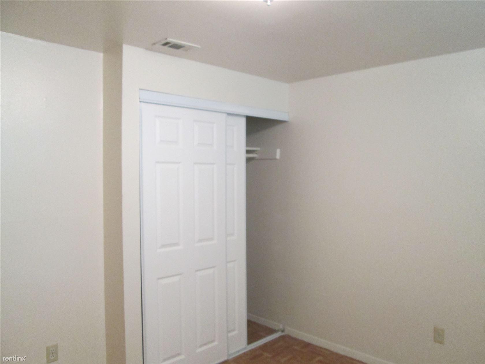 Eben BR Closet