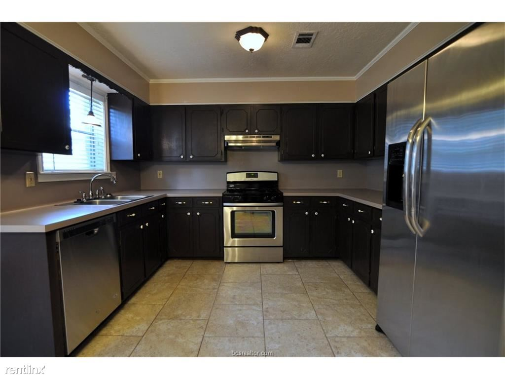 Kitchen recently updated with Stainless Steel Appliances. Lots of Cabinet & Counter space