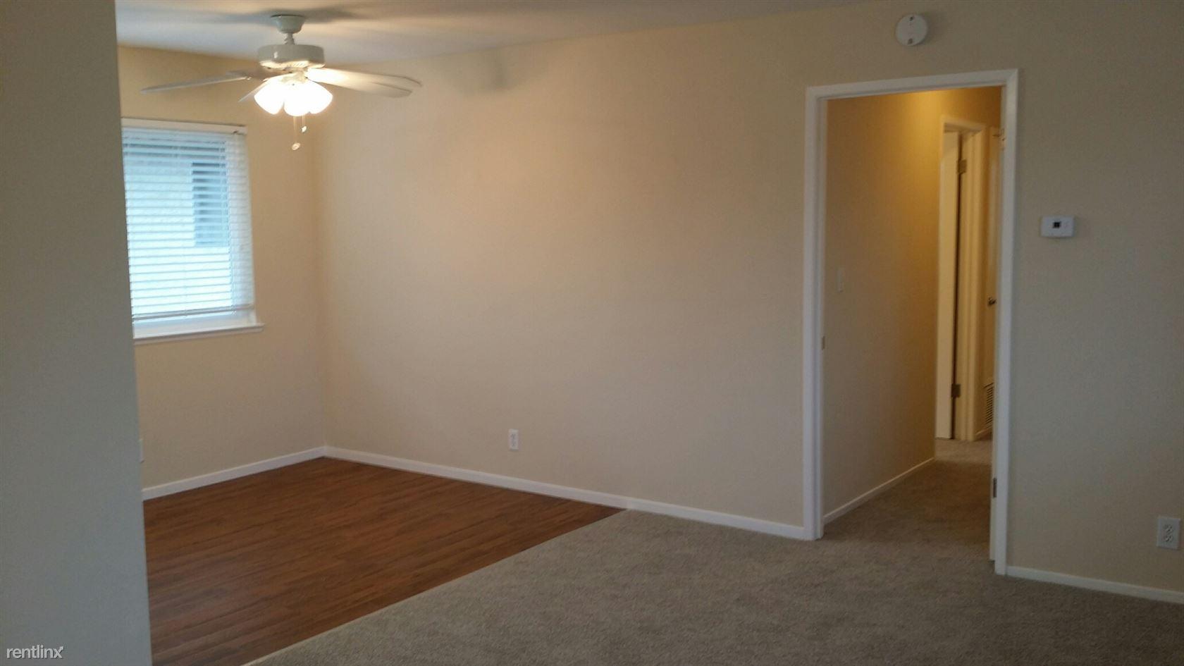 447_4 Living room_dining room_hallway