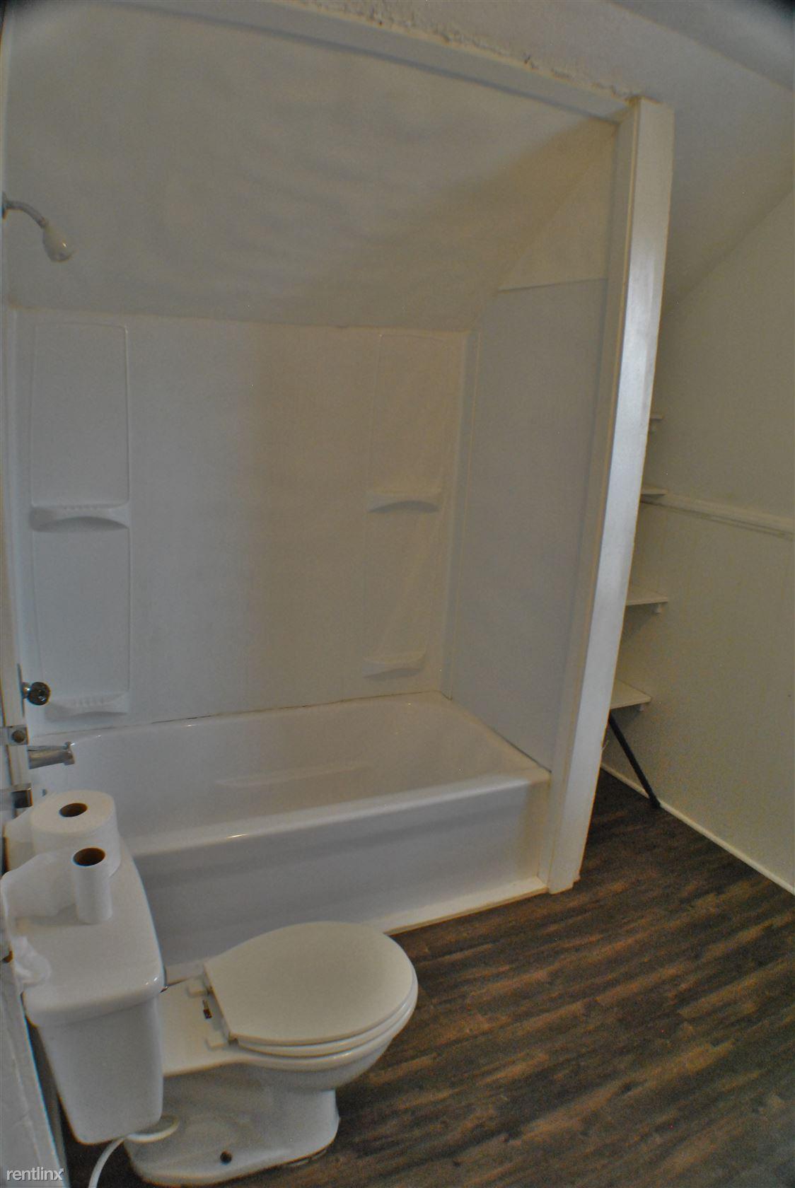 1050 Thomas - Bathroom