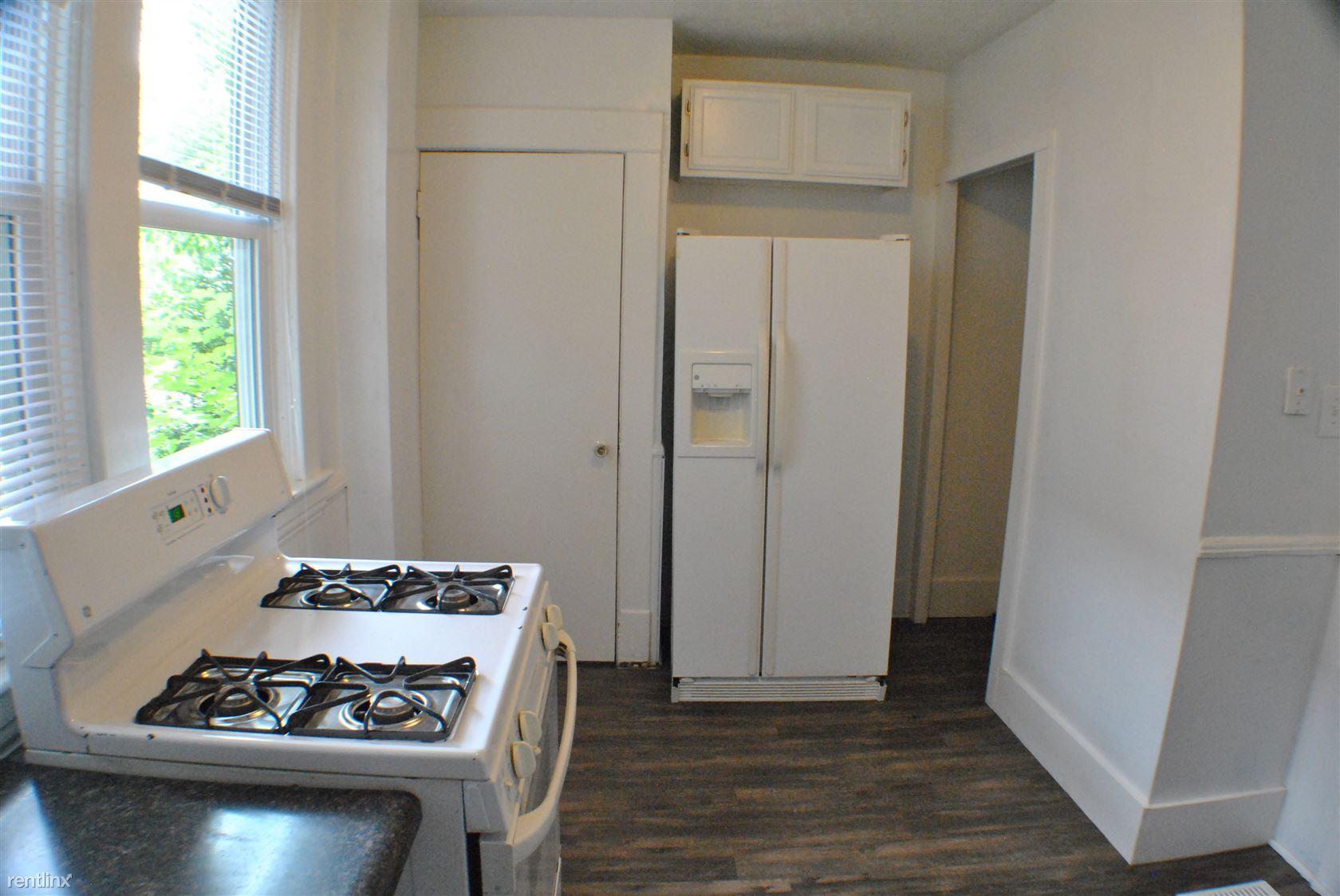 1050 Thomas - Kitchen (2)