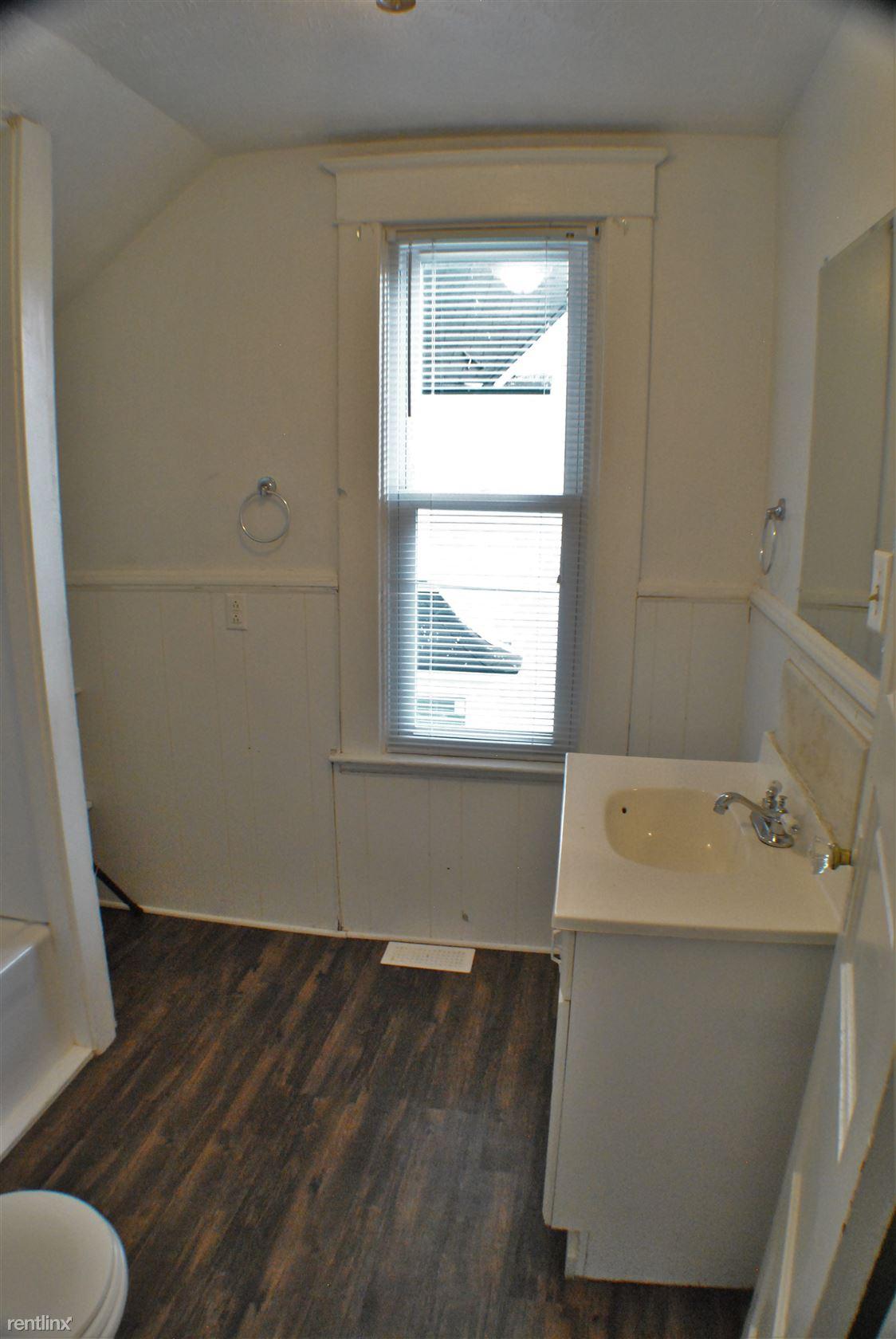1050 Thomas - Bathroom (2)