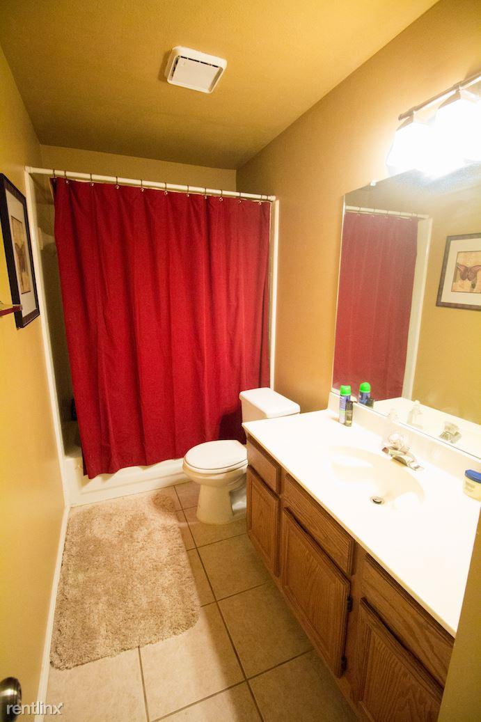 Bathroom 3 with tub