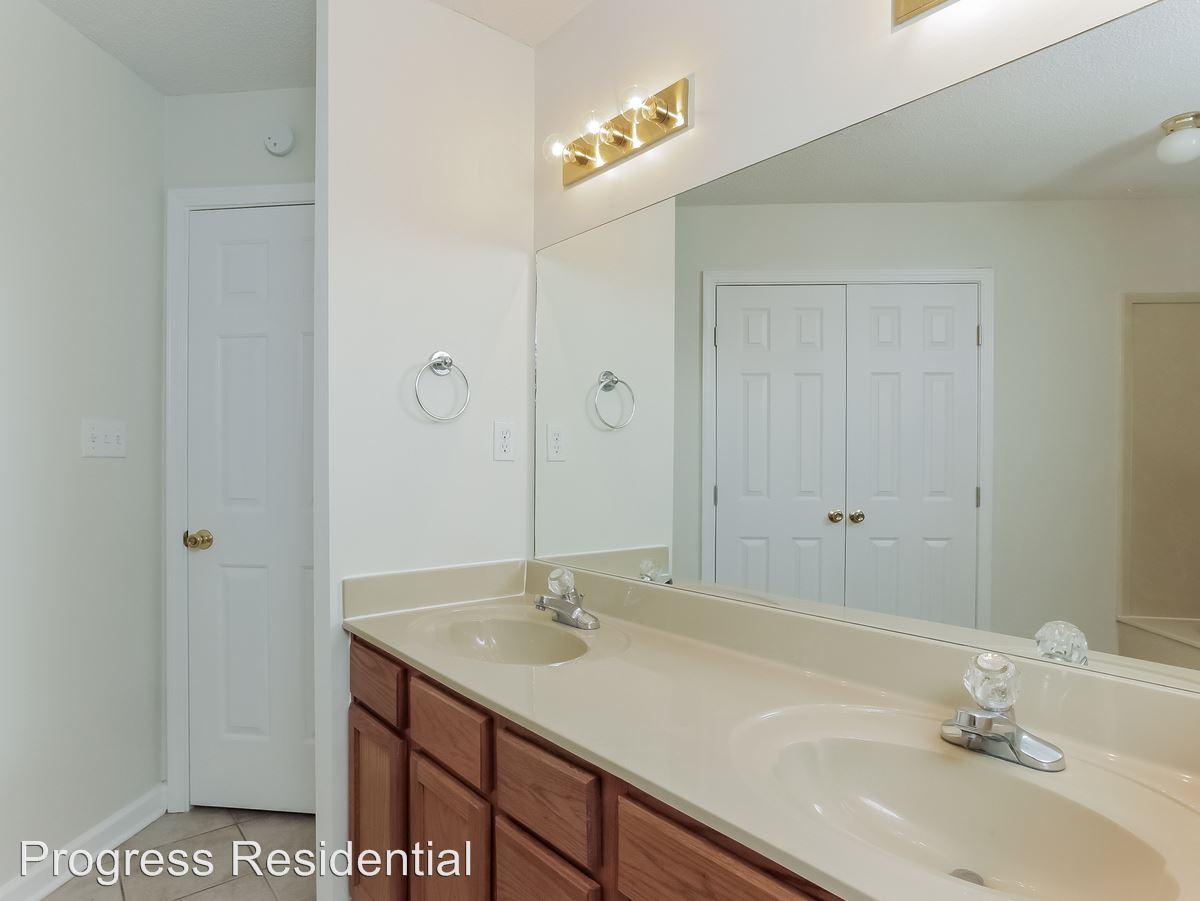09-Master_Bathroom-2247736-medium4x3