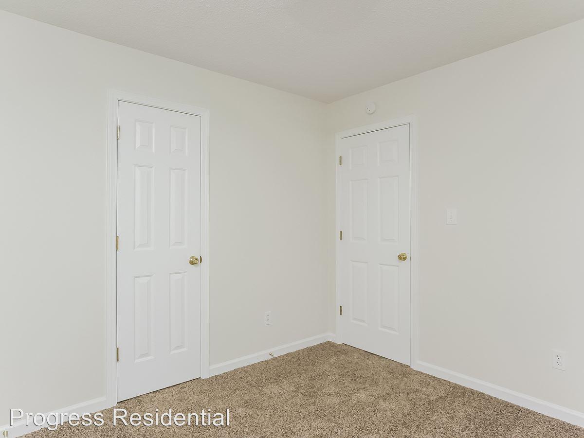 13-Bedroom-2247741-medium4x3