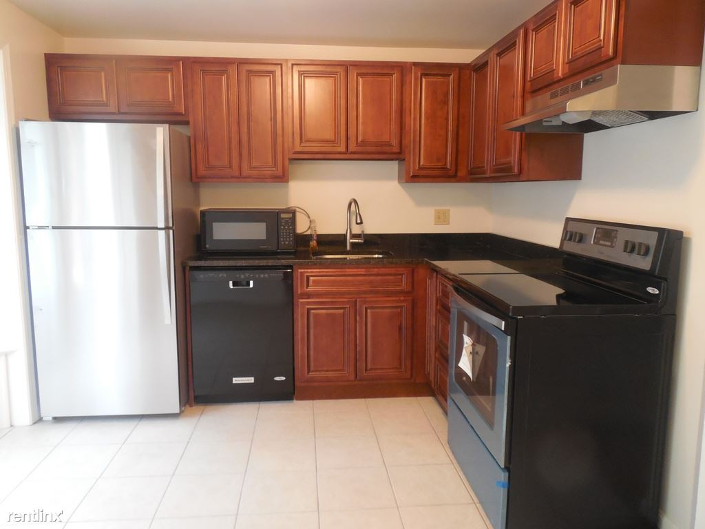 124 Lamont Lane Kitchen 2