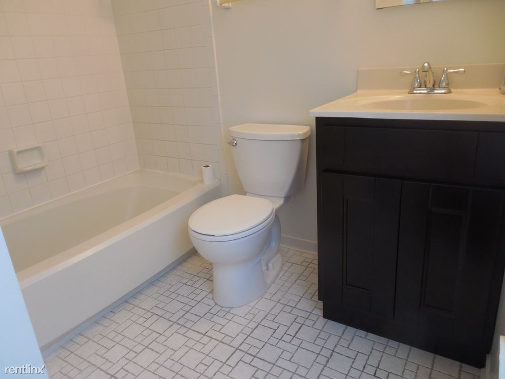 124 Lamont Lane Master Bathroom