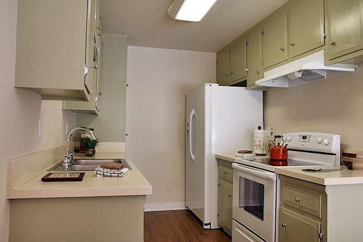 Kitchen- Pinewood Villas, Orange