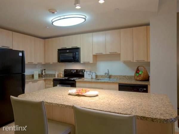 Immaculate Studio Apartment, EIK, W/D and 24 hr. Concierge