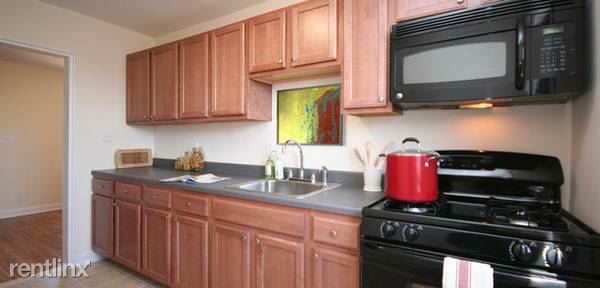 Lovely 2 Bedroom Apartment In Dobbs Ferry. Available August 1.