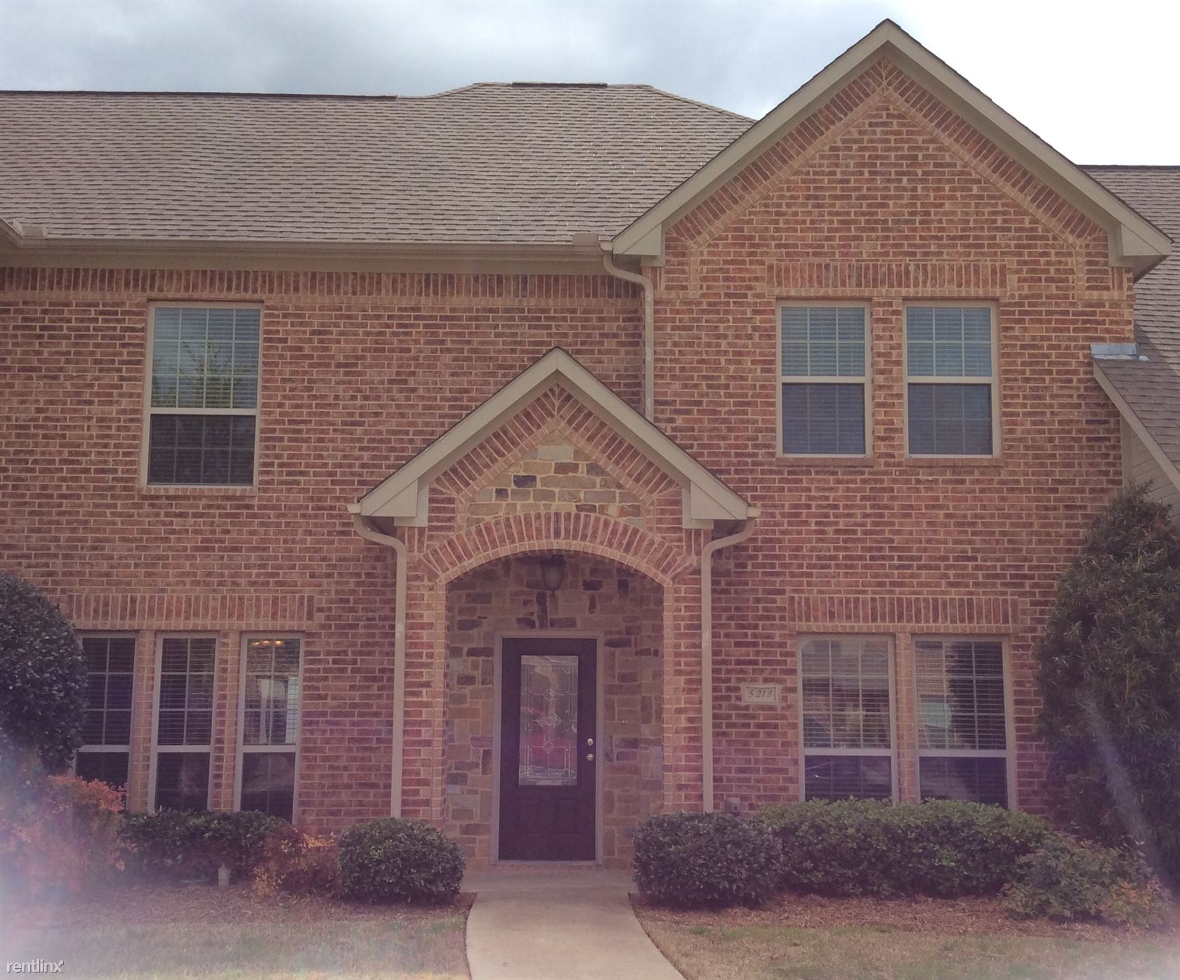Townhouse for Rent in Fort Worth