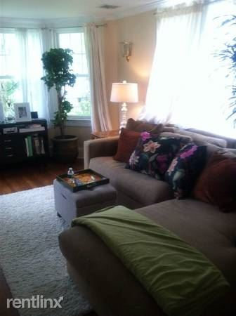 Bright 3 Bedroom, 2 Bath Apt in Single Family House / Rye (Parking Available) Pets Are Welcome