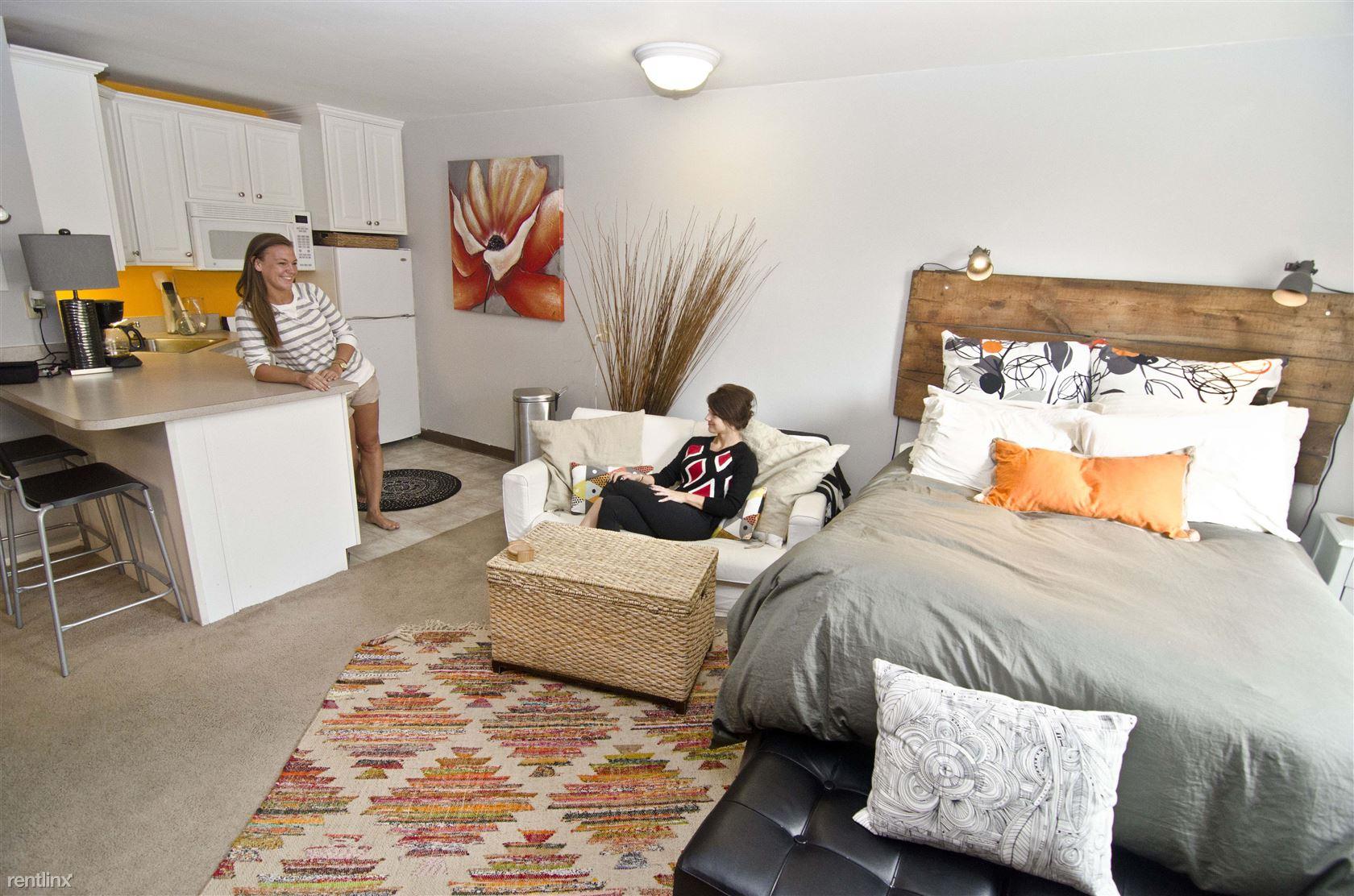 Studio House Apartments