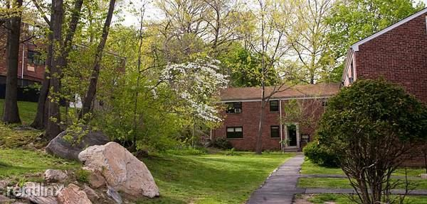 Extra Large 1 Bedroom - Laundry On Site / Dobbs Ferry