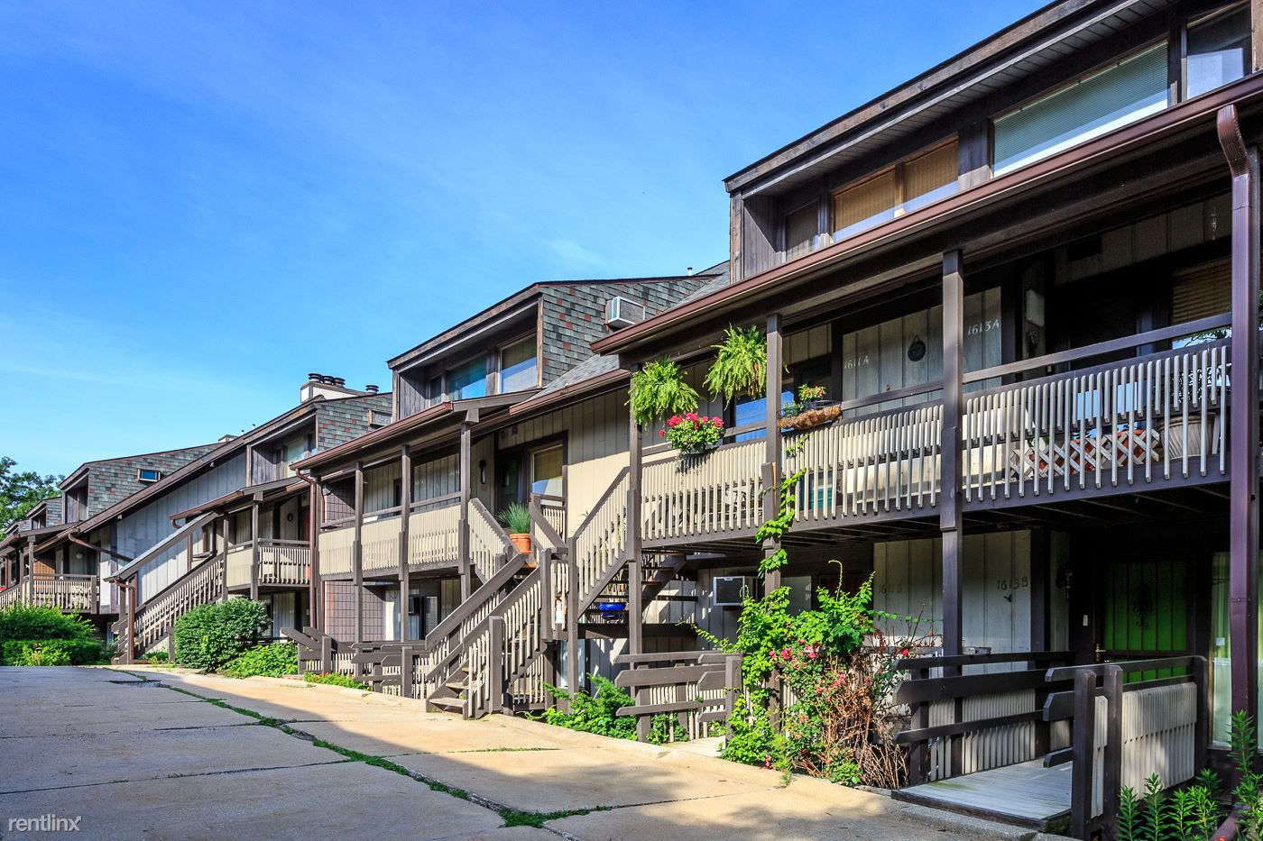$560 - $1000 per month , 1551 Treetop Trl, Timber Top Apartments