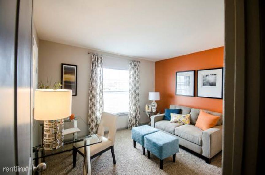 $1199 per month , 3300 West End Ave Apt 93532-1,