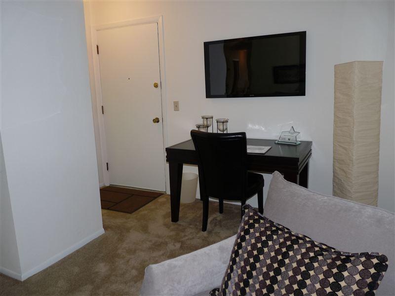 Entry/Living Room