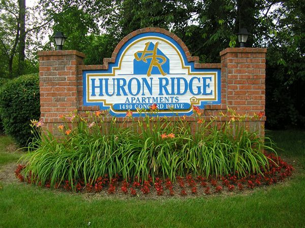 Huron Ridge Entrance & Exit