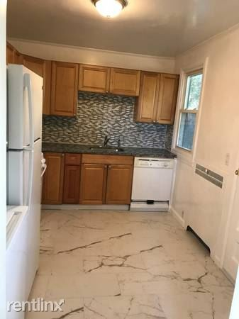 Beautiful 2 Bedroom Townhouse Style Home - Pets Welcome - Laundry / New Rochelle