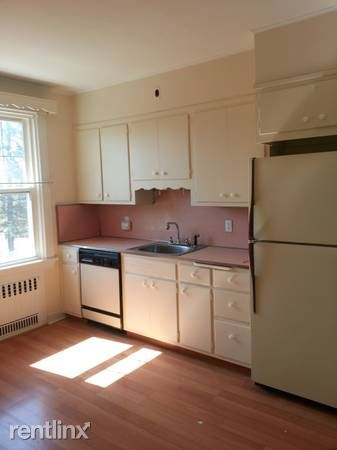 Large 2 Bedroom Apartment on 2nd Floor of Private Home / Port Chester