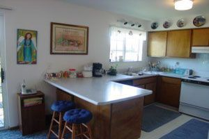 3 bdr. Kitchen w/ snack bar