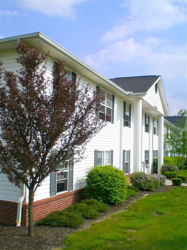 Brentwood Lake Apartments
